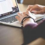 ¿Por qué tu empresa debería tener un blog corporativo? Te damos las claves y consejos prácticos para que el blog tenga éxito.