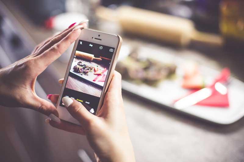 Instagram es una red social ideal para impulsar tu estrategia de comunicación corporativa, te contamos cómo sacarle partido y como impulsar tu marca, para que consigas más audiencia y más ventas.